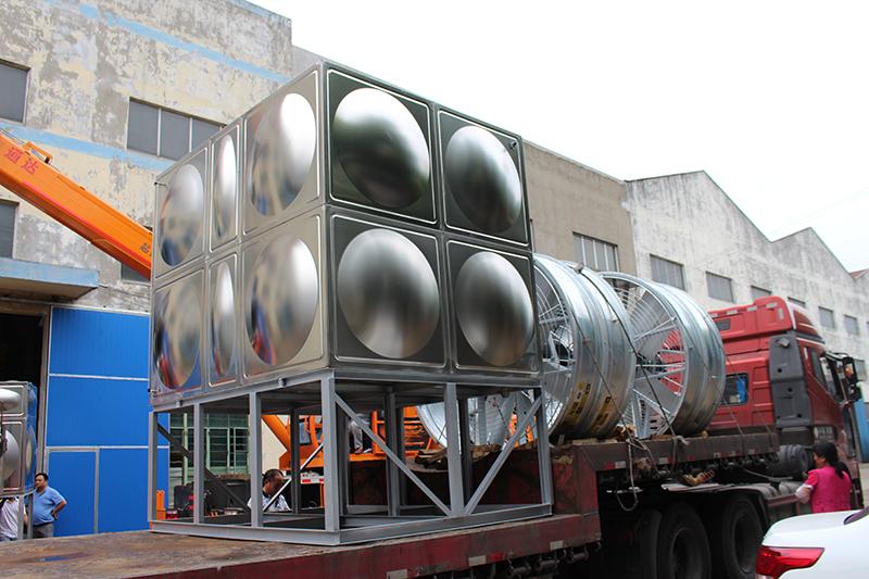 30T横流式封闭式冷却塔发货现场